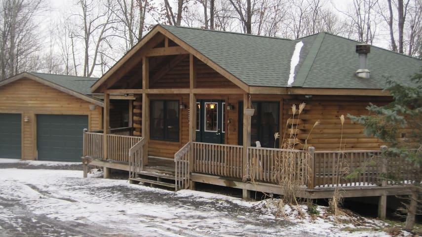 Luxury Tree House in the woods!  Close to it all! - Deep Creek Lake - Casa
