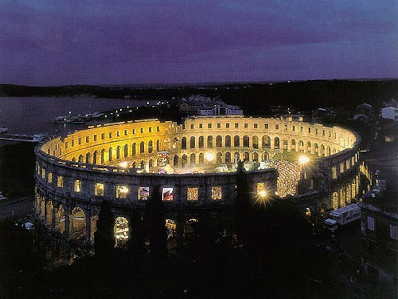 2 km from Arena Pula