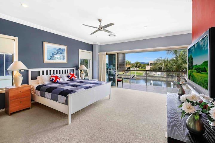 Luxury house with private pool,pontoon  希望岛海边别墅