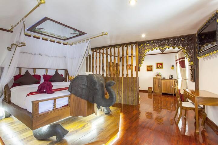 ⭐The Fantasy Escape Home 18BR Sleeps 36 near City