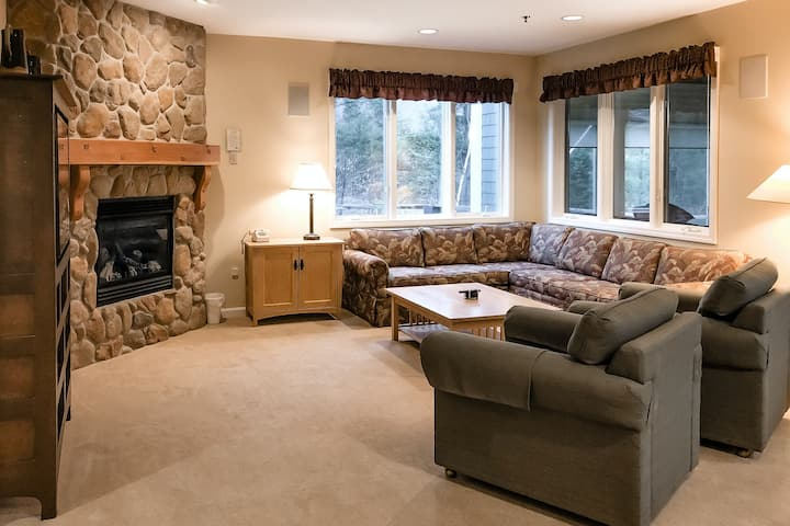 Inviting condo at Smugglers' Notch Resort w/ with free ski shuttle and hot tub