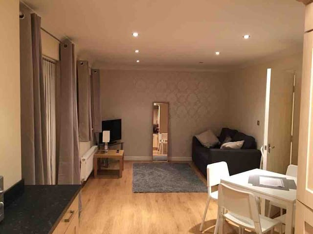 Town Centre Apartment  -     No cleaning fees