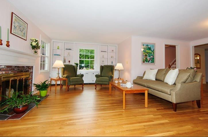 Cozy Room in Acton MA - Acton - Hus