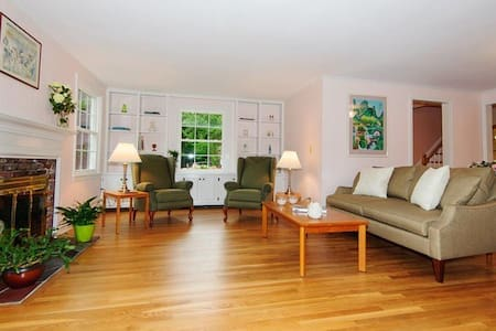 Cozy Room in Acton MA - Acton - Rumah