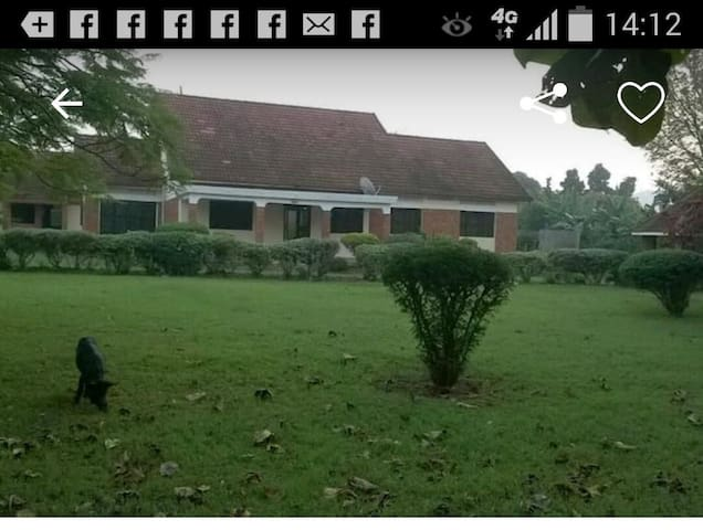 Spacious,cozy country home near murchison falls