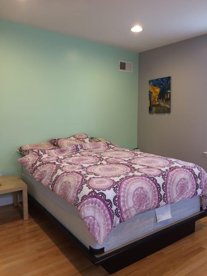 Private bedroom/bath in Patterson Park