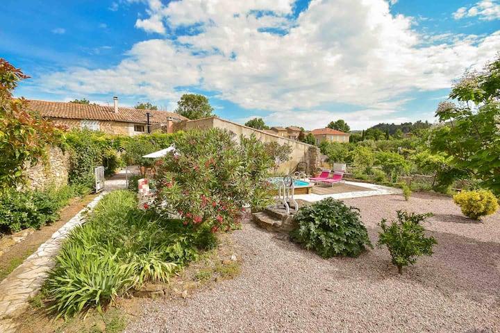 Maison3* dans village calme piscine privée et vues