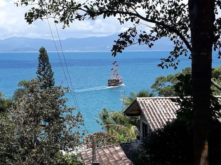 Casa 50m do mar, com vista, ar, Jardim na Lagoinha