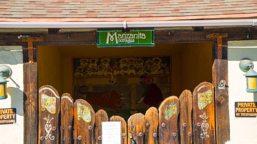 Manzanita Cottages Front Gate #2
