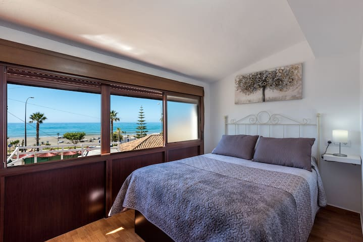 Air-Conditioned Apartment Directly on the Beach with Amazing View, Terrace & Wi-Fi; Pets Allowed; Street Parking Available