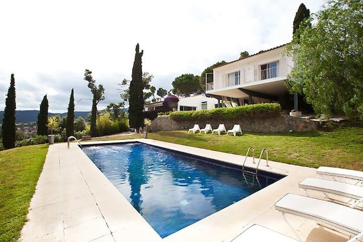 Magnificent Villa Mas Garba
