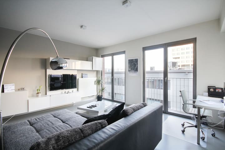 Modern & bright apartment near Eilandje with P