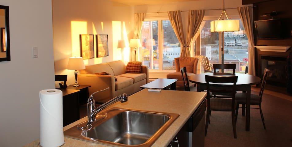 Luxueux condo au pied des pentes - Bromont - Flat