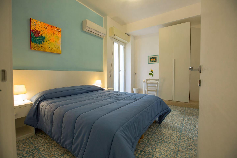 Room Neapolis
