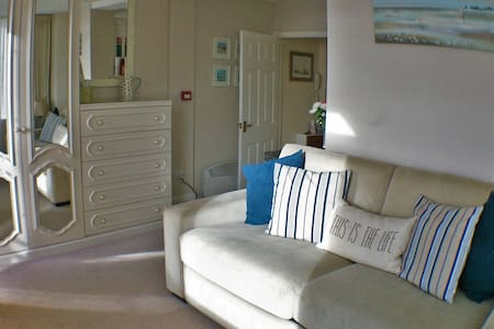 Cosy Studio with Balcony - Torquay - Appartamento