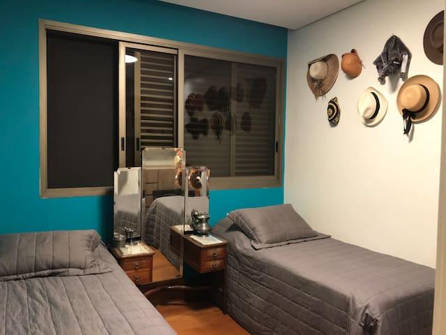 Quarto, lindo apartamento, Lourdes, área nobre, BH