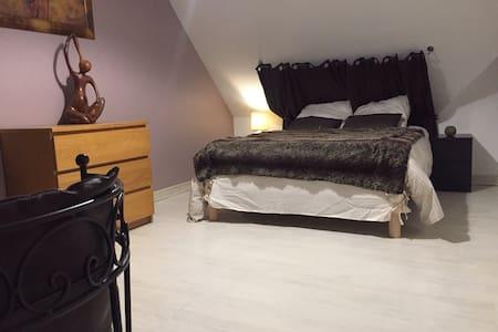 Chambre calme et spacieuse 15 m2 - Séné - Haus