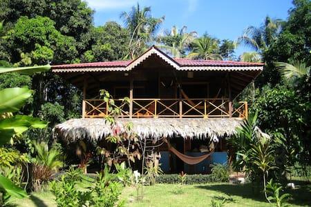 PUNTA UVA. Beach Front House - Puerto Viejo de Talamanca - Ev