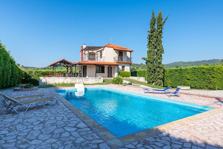 Luxurious Villa Paris with swimming pool