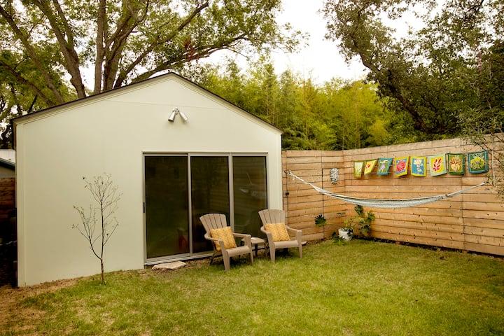 Quaint, Sunny Austin Studio rental
