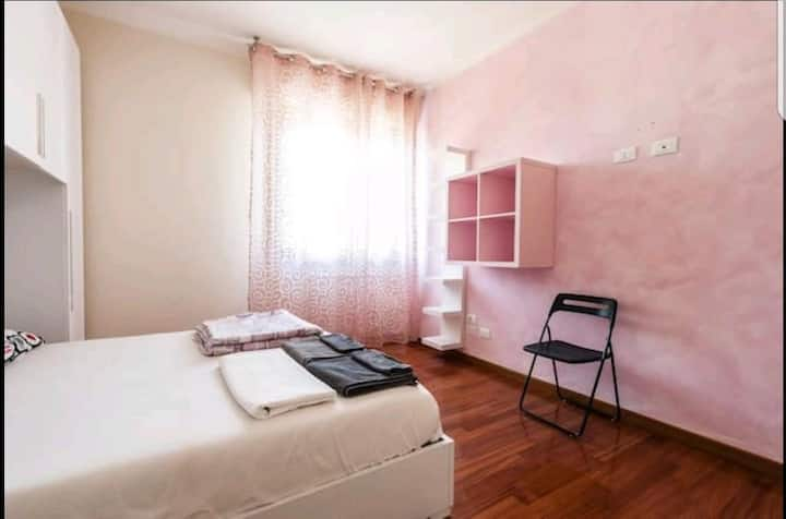 Room with Private Bathroom -2 Minutes from station