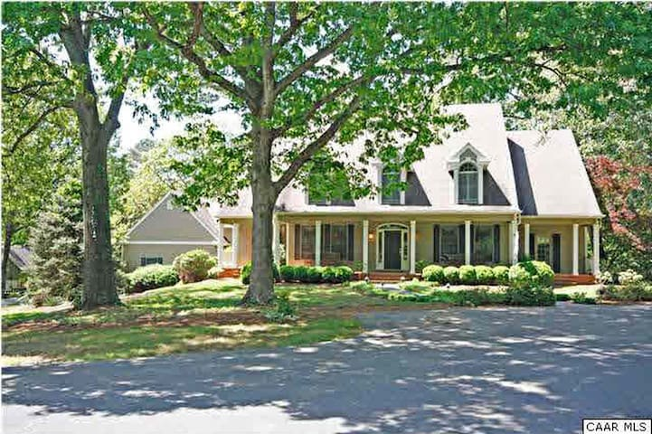 5BR/4.5BA/Pool-Country Estate - 10 mins from UVA - Charlottesville