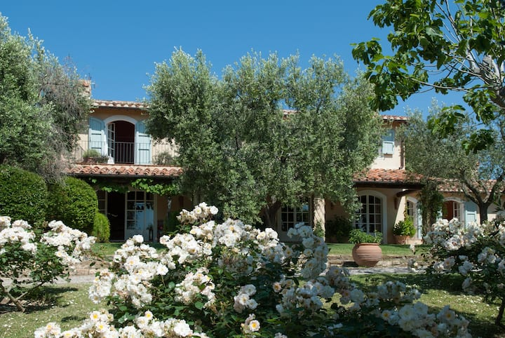 Villa Speranza, Classic Tuscan Villa with Pool and Garden  in Capalbio, Southern Tuscany; Close to S