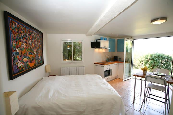 Studio avec terrasse et vue mer - Hyères - บ้าน