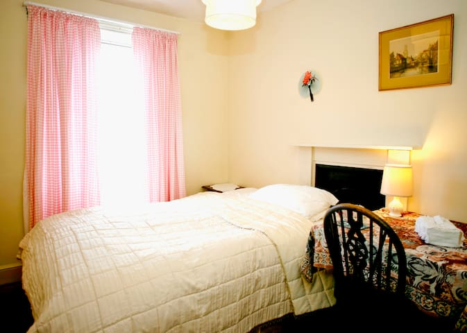 B&B 3 private rooms in townhouse. - Beaumaris