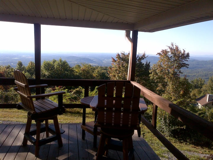 Mountain Cottage w/ Big views - The Bobcat Cabin