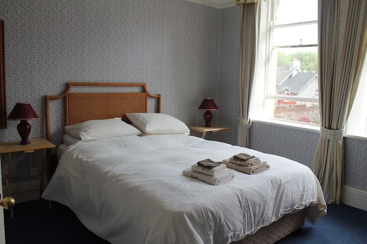 another luxurious ensuite bedroom - Waterford - Bed & Breakfast