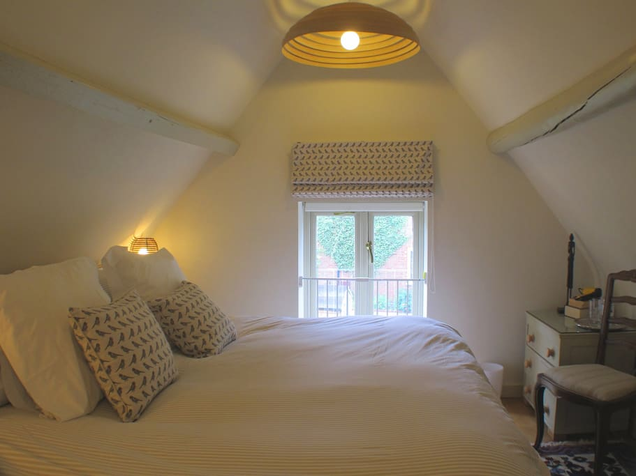 Upstairs double bedroom, can be made into twin singles