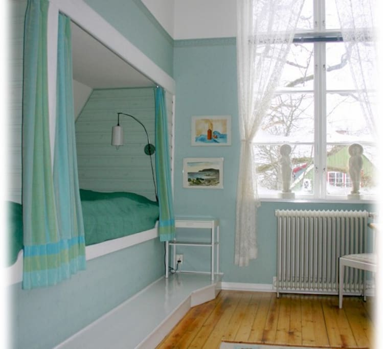 Bright and cosy alcoves. Sleeps 2 - 4 people