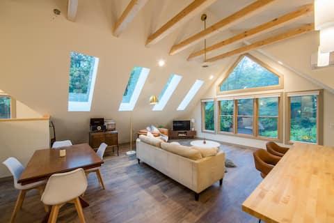 La cabaña Hygge Loft- mid-mod en 70 acres boscosos