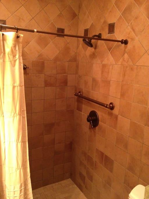 Spacious Full Bathrooms w/ one handicap accessible