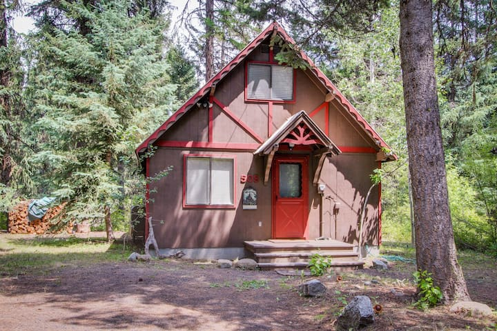 Charming riverfront cabin w/ large deck near Payette Lake, 2 dogs welcome!