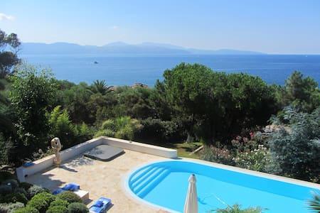 Villa w/ swimming-pool near the sea - Vico