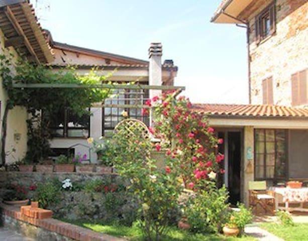 Casa Ciosse B&B en appartementen - Grognardo