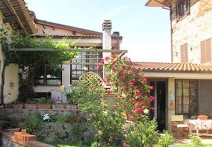 Casa Ciosse B&B en appartementen - Grognardo - Aamiaismajoitus
