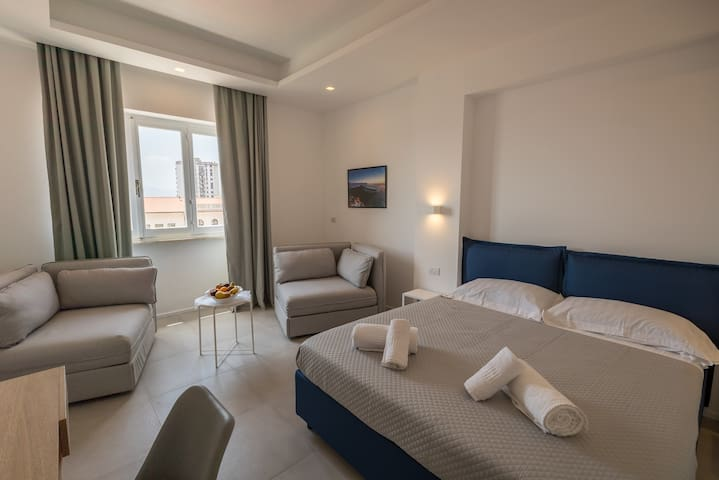 Modern Room with sea view (Olbia historic center)