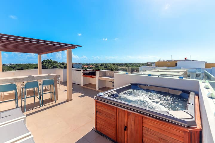 Penthouse w Private Rooftop Jacuzzi in El Cielo