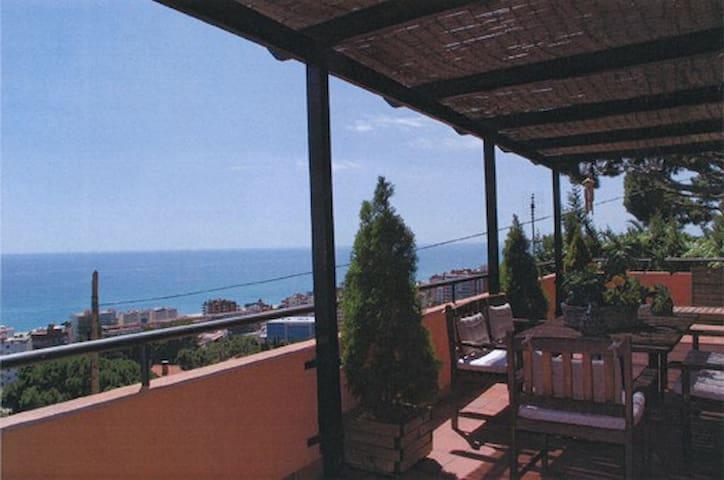 Casa con execelentes vistas al mar  - Caldes d'Estrac - House