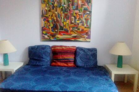 Guestroom in an old house, 4mn of the metro - Bagnolet - Bed & Breakfast