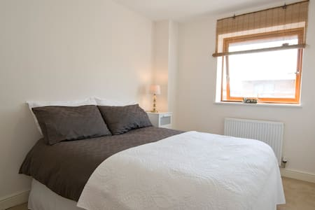 Double room with parking space. - Crawley - Lägenhet