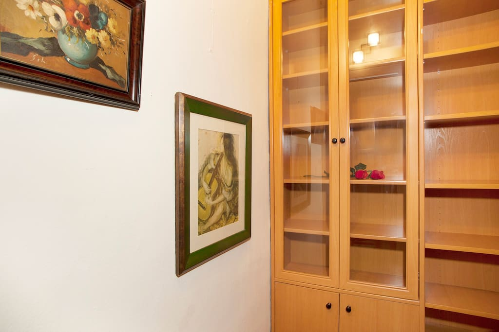 Single room with walk-in closet beside the room, cozy and quiet. We are waiting for you :-)