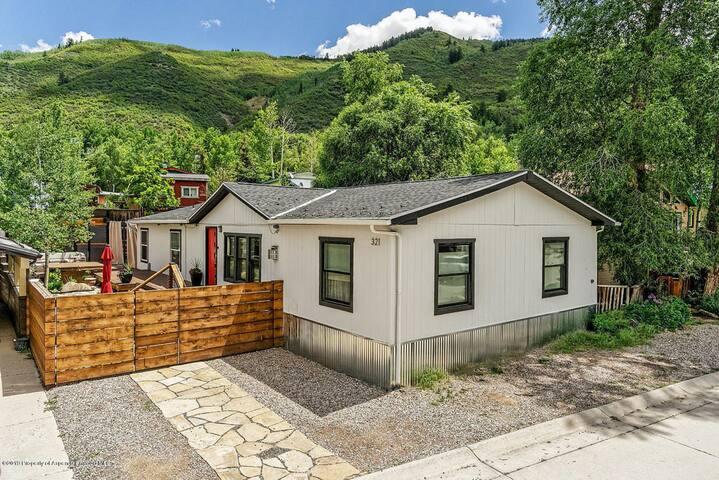 Aspen 3 Bedroom Home with Huge Outdoor Space
