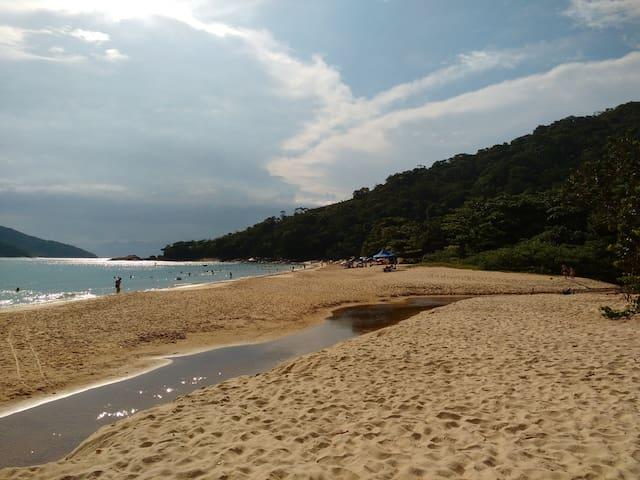 Apto mobiliado à 600 mts da praia de Tabatinga.