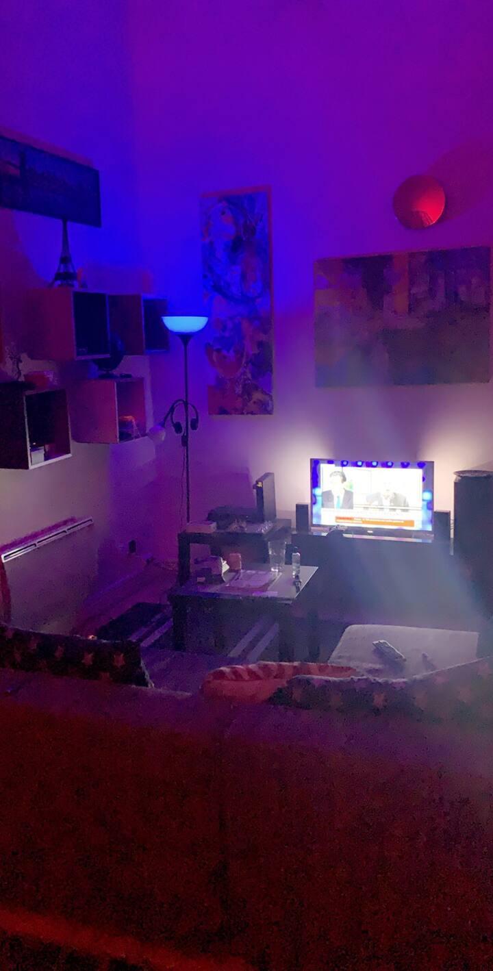 Un beau studio équipé +Sono Wifi + Télévision