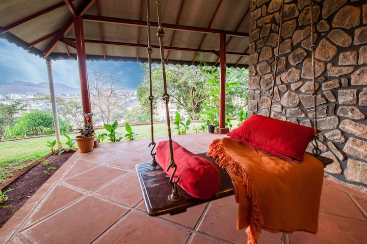 Retreat on Cloud 9 with Valley View by Vista Rooms