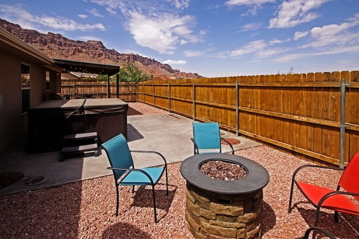 Private Home w/Private Hot Tub - Firepit - Fenced Yard - Views - Shared Pool